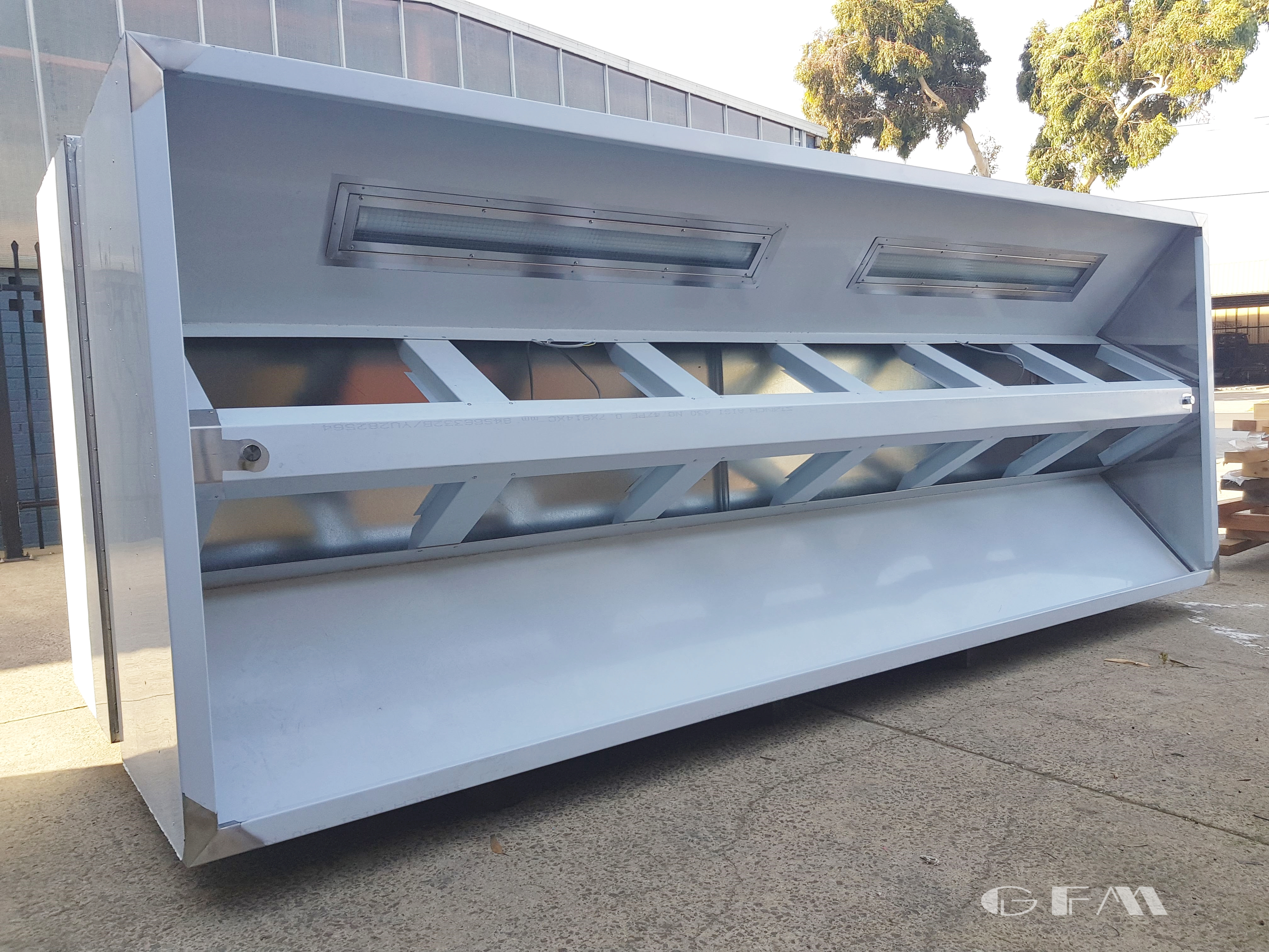 Commercial kitchen exhaust canopy/hood
